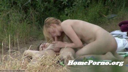 Страстный секс русской молодой пары на природе снятый на скрытую камеру