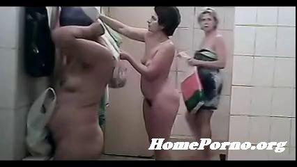 видео женщины в бане голышом скрытая камера