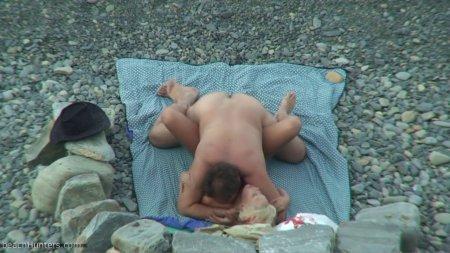 секс на нудистском пляже снятый на скрытую камеру