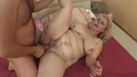 Жаркий секс молодого зятя и тещи
